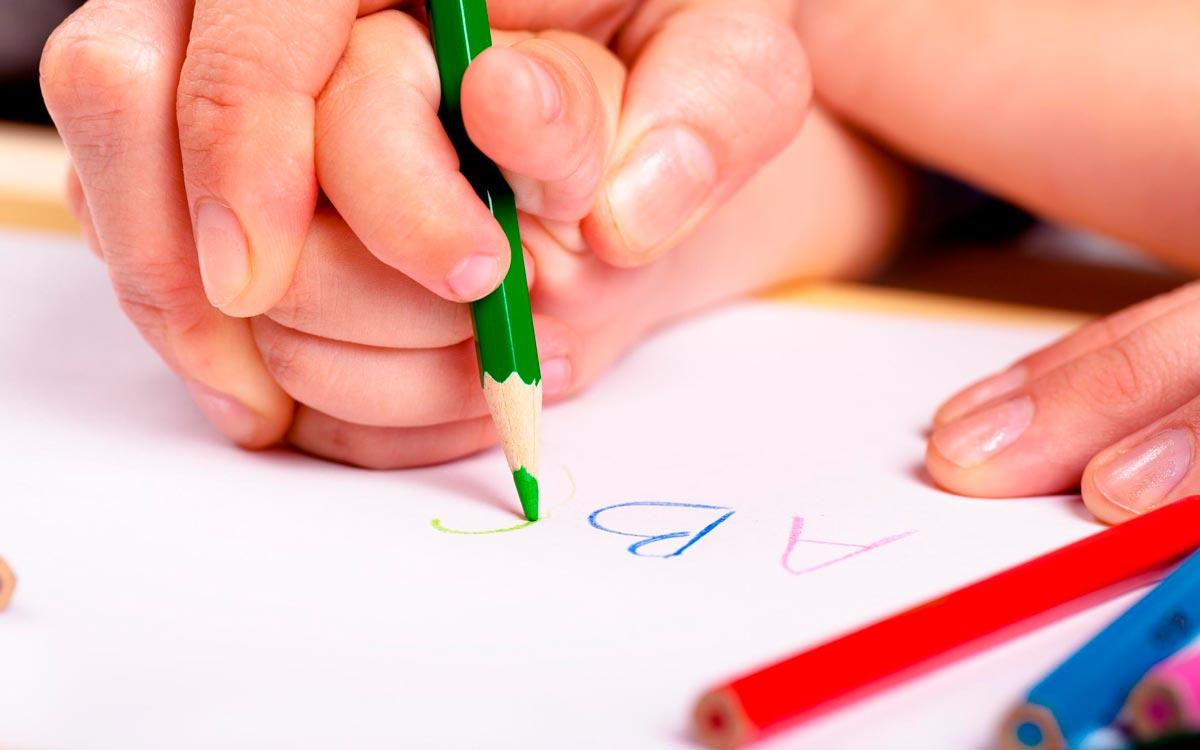 Учимся правильно держать ручку и карандаш