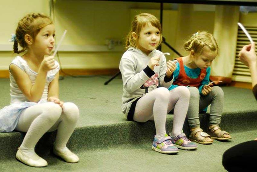 Занятия в детской театральной студии